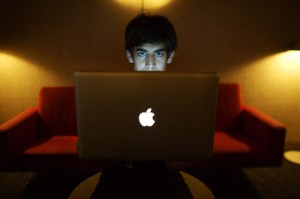 "Aaron Swartz killed himself after the sudden realization he was a ""macfag."""
