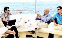 Rupert Murdoch swoons Kilgoar (left) and Hatesec (right)